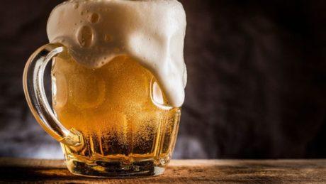 orosený půllitr piva