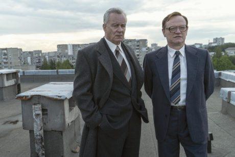 Stellan Skarsgard (vlevo) a Jared Harris v seriálu Černobyl