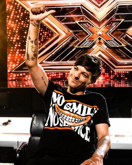 Louis Tomlinson jako porotce na britské soutěži X Factor