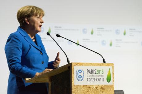 Německá kancléřka Angela Merkel během projevu na pařížské konferenci o ochraně klimatu v roce 2015