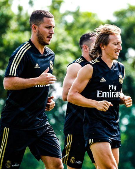 Eden Hazard (vlevo) trénuje se svými novými spoluhráči v Realu Madrid