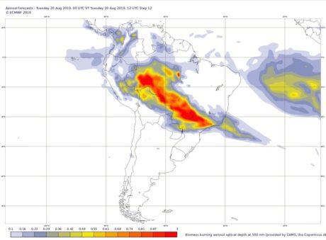 Záběr na divoké požáry v Amazonii ze satelitu