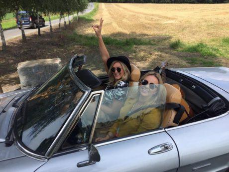 Katka Říhová a Zorka Hejdová v autě