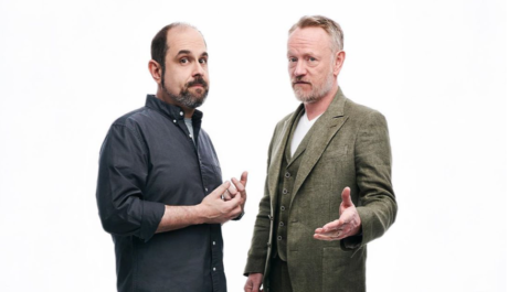 Scénárista Craig Mazin (vlevo) s hercem Jaredem Harrisem