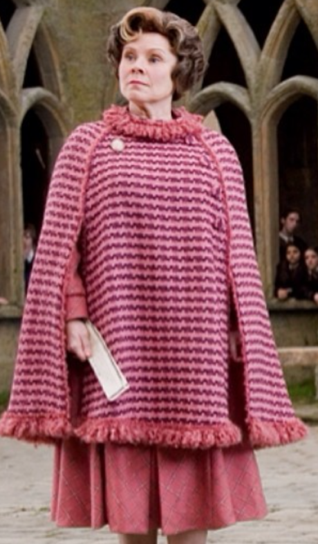 Imelda Staunton v roli Dolores J. Umbridge