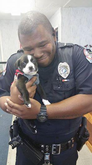 Policista a pes