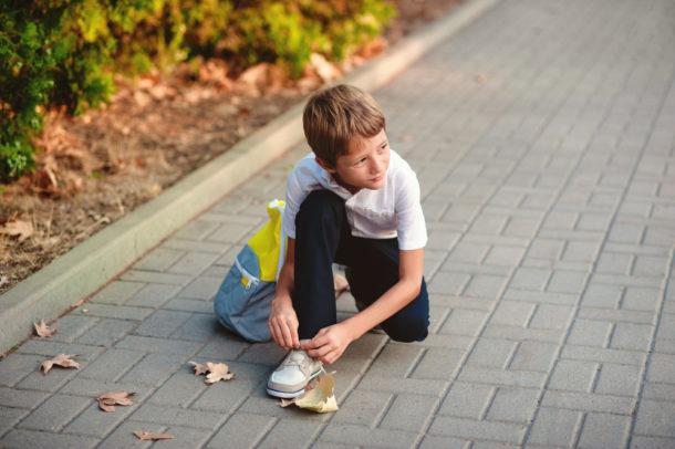 3f8ec3a93a5e Zhruba třetina prvňáků má různě poškozené nohy kvůli nošení nevhodné obuvi.  Už od kojeneckého věku totiž často nosí boty nesprávné velikosti