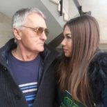 randí se starším mužem po rozvodu