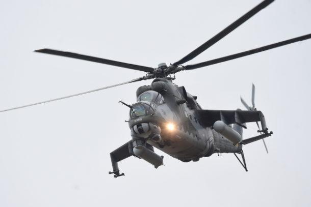 ea9663d16 Na Libavé nuceně přistál bitevní vrtulník Mi-24, dočasně nebudou létat |  Frekvence 1