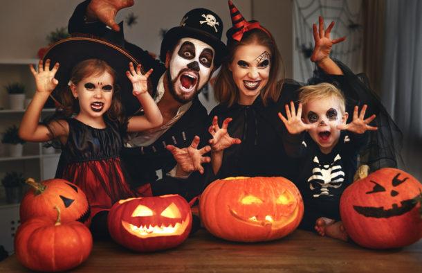 Na mnoha místech se slaví Halloween! Jak vznikly oblíbené tradice?    Frekvence 1