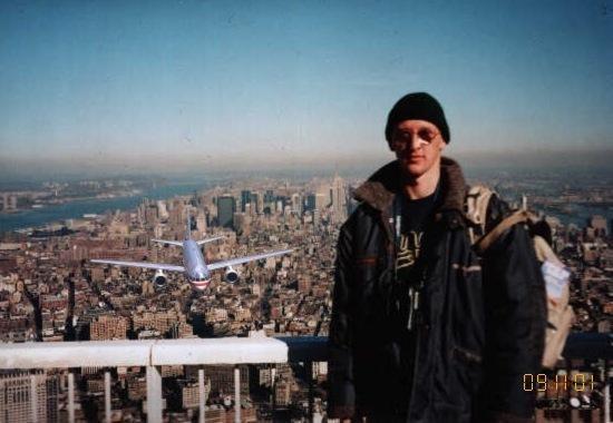 Turista na falešné fotografii se Světovým obchodním centrem