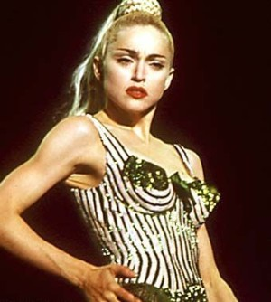 """Madonna ve své """"skandální"""" podprsence"""