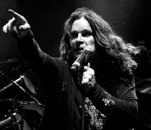 Ozzy Osbourne ukazuje na Říp