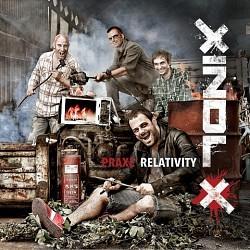 Xindl X: Praxe relativity