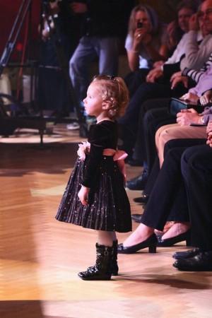 Nelly Gottová pozoruje pod pódium svého tátu. Foto: F. Jirásek