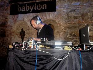 DJ Andy Votel v Babylonu
