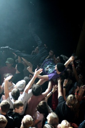 Stagediving na Inekafe