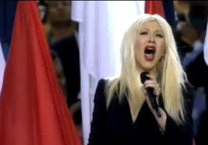Christina zpívá hymnu během zahájení Super Bowl