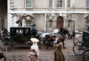 Kočárová honička v Londýně, jedna z povedených scén