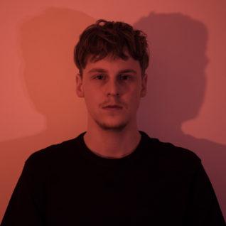 Štěpán Urban představuje první autorský singl doprovázený mírně kontroverzním klipem.