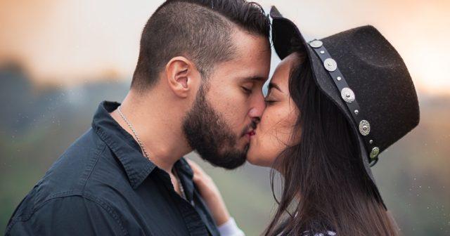 V Iowě se lidé nesmí líbat déle než pět minut.
