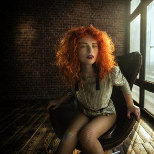 Zpěvačka kapely Mydy Rabycad Zofie Dares vydává první sólový klip s písní Too Much