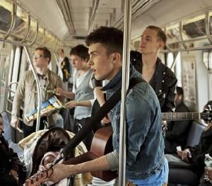Charlie Straight natáčí School Beauty Queen v newyorském metru