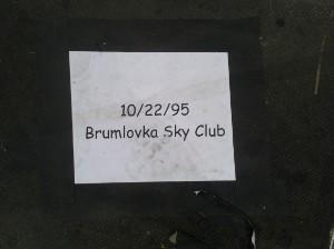 Fotka ze zákulisí: Pamatujete si první koncert Foo Fighters v Praze?