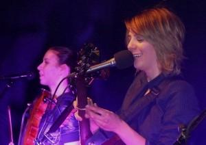 Aneta Langerová s houslistkou Annou Mlinarikovou v SaSaZu