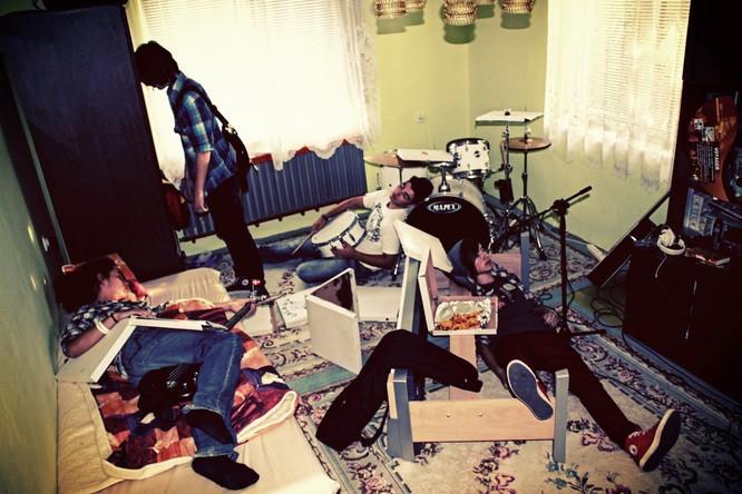 Zkouška v pokoji/bandzone kapely