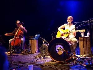 Muzikanti občas Lou dokázali rozesmát.  Foto: Marek Bartoš