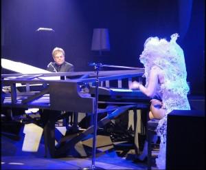 Elton během duetu s Lady Gaga / foto: Guy Gheysens